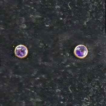 9 ct Gold Earings With Colour Stone